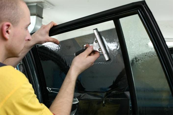 Очищаем стекло
