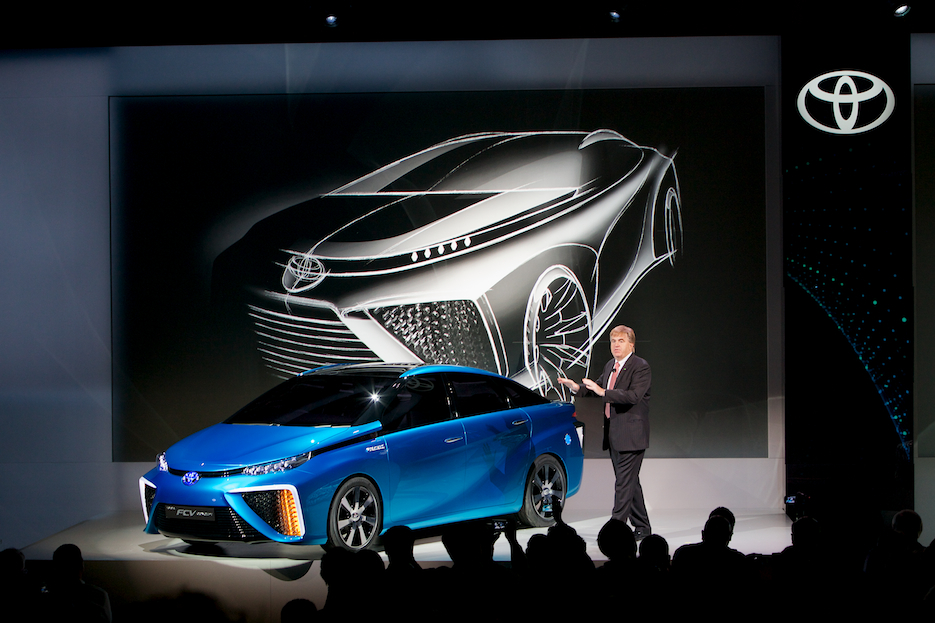 Презентация Toyota FCV на водородном топливе