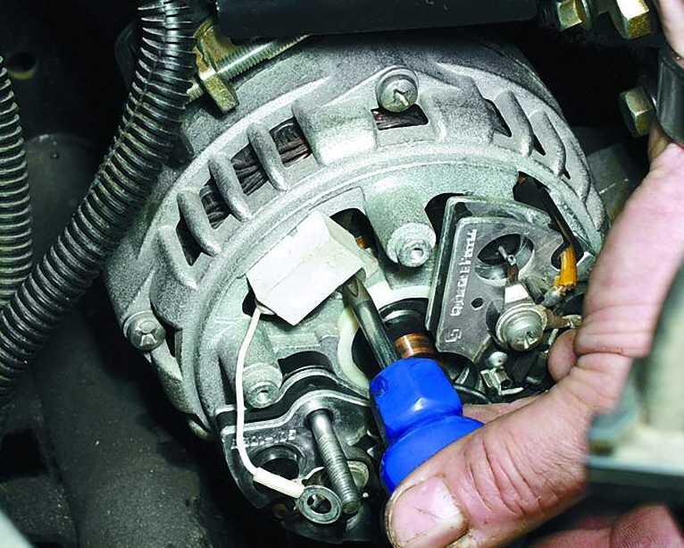 Фото №1 - проверка щеток генератора ВАЗ 2110