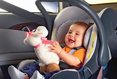 Как перевозить грудного ребенка в машине