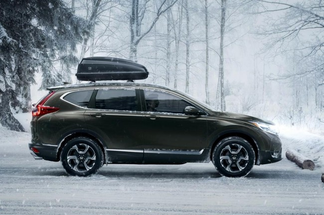 Самой главным обновлением нового Honda CR-V 2017 года – это установка нового экономичного бензинового турбированного ДВС V=1,5 л (190 л.с.).