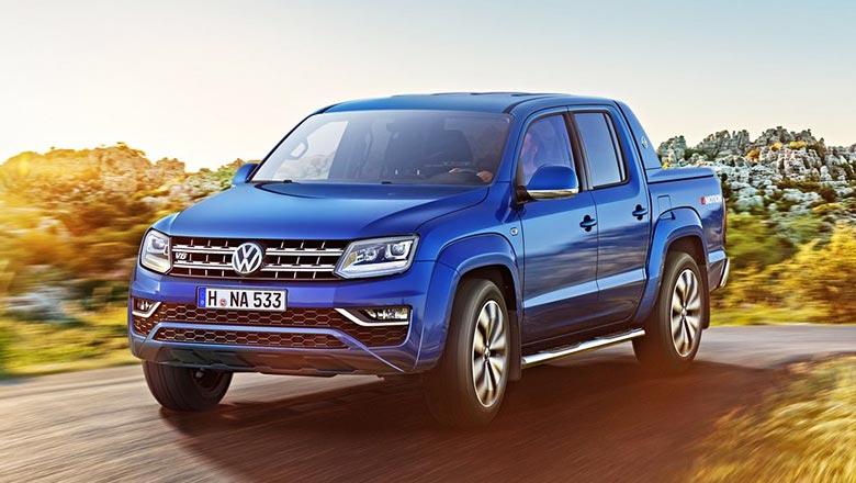 На российский рынок поставляются исключительно полноприводные Volkswagen Amarok со спаренной кабиной в 3х комплектациях – Trendline, Comfortline, Highline и самая богатая версия Aventura, оснащенная двухлитровым дизелем на 180 л.с. 8-ступенчатым «автоматом» и полным приводом. Стоимость самой топовой комплектации больше 3,5 млн. руб.
