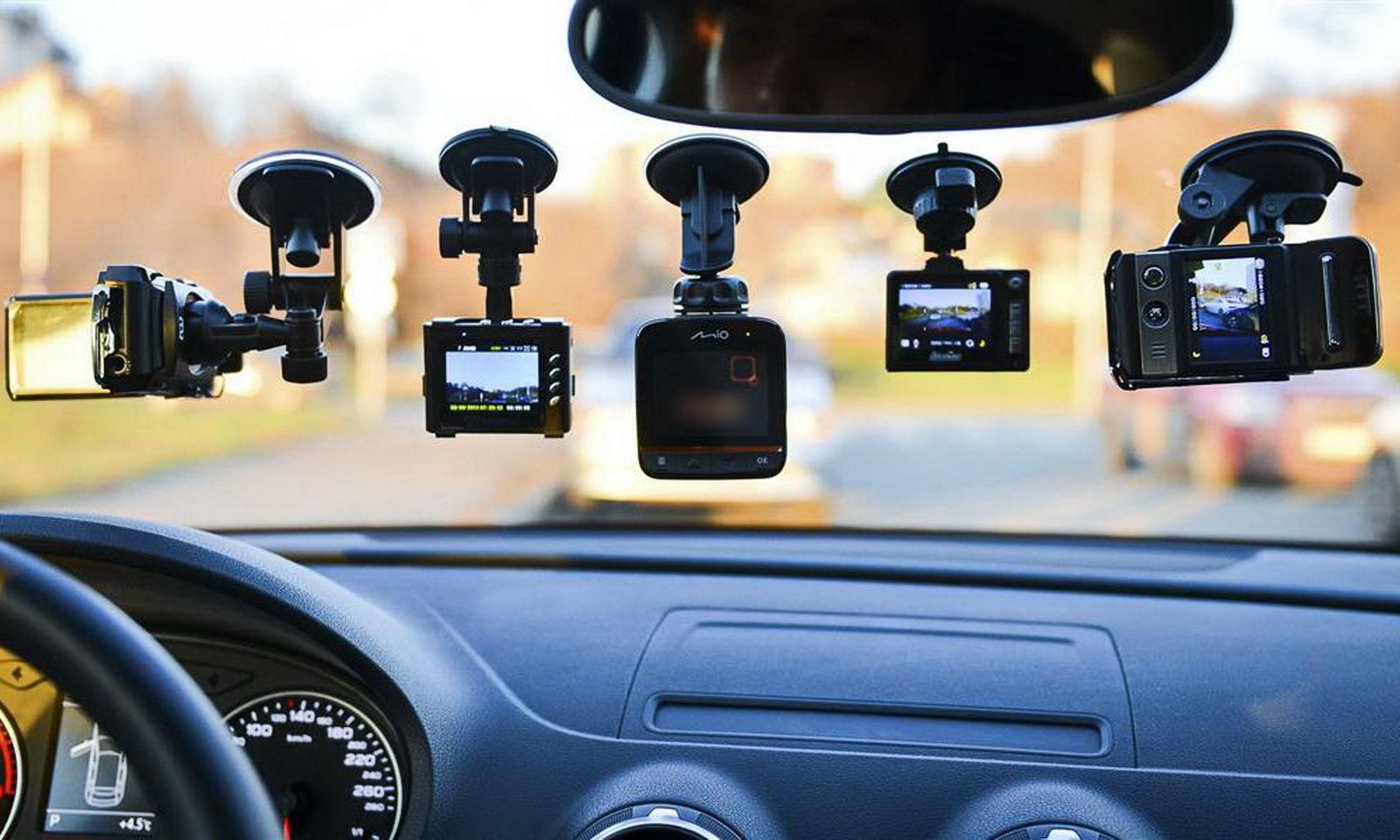 автомобильные видеорегистраторы в машине
