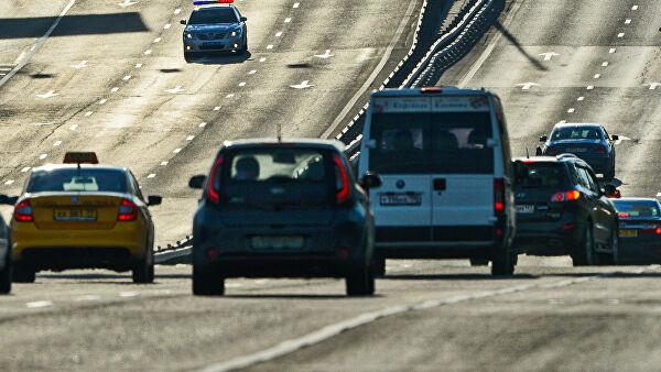 Что делать если лихач на дороге всячески «поджимает» сзади?